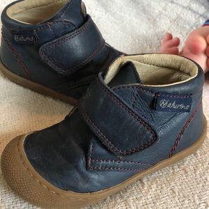 Naturino size 22 leather Velcro shoes